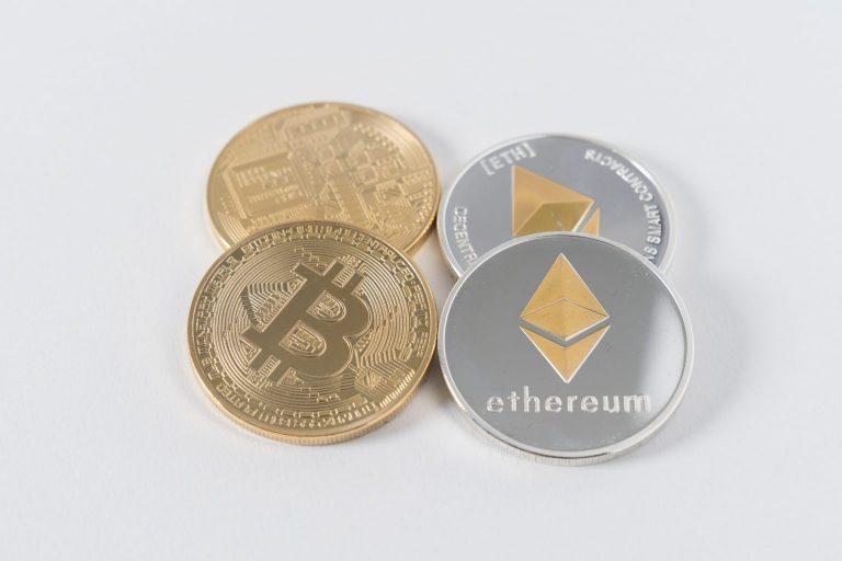 Bitcoins - Ethereum